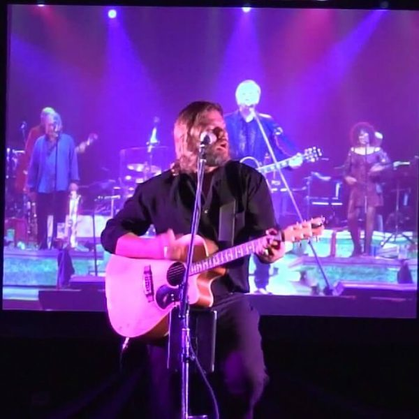 Craig Stewart perfoms his extraordinary tribute to Neil Diamond live on stage